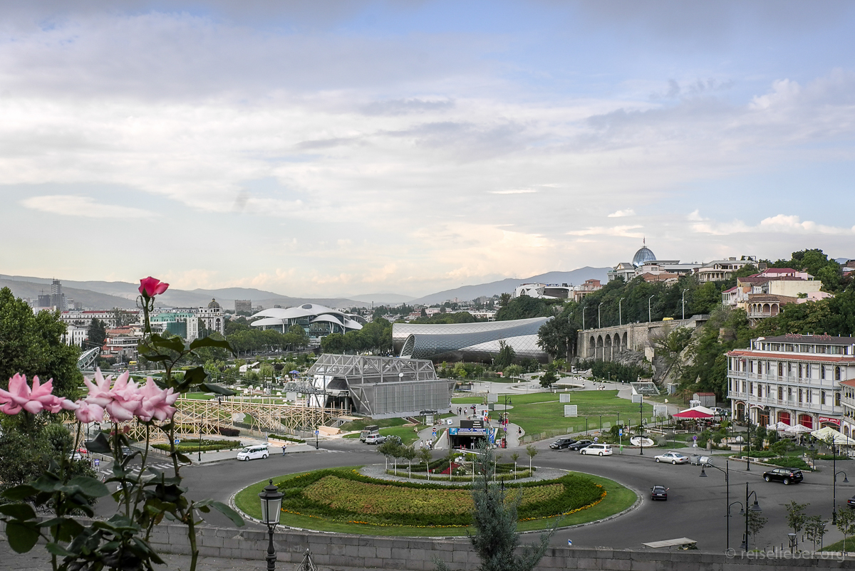 Blick auf Rike Ufer in Tbilisi