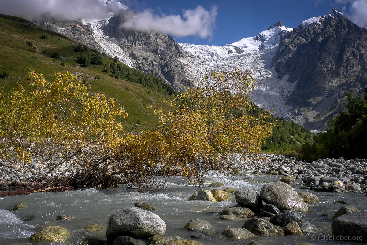 Eindrucksvoller Adishi Gletscher