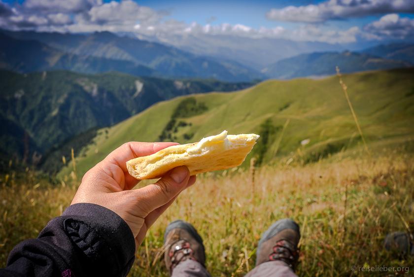 Brot mit Käsefüllung: Georgisches Chatchapuri