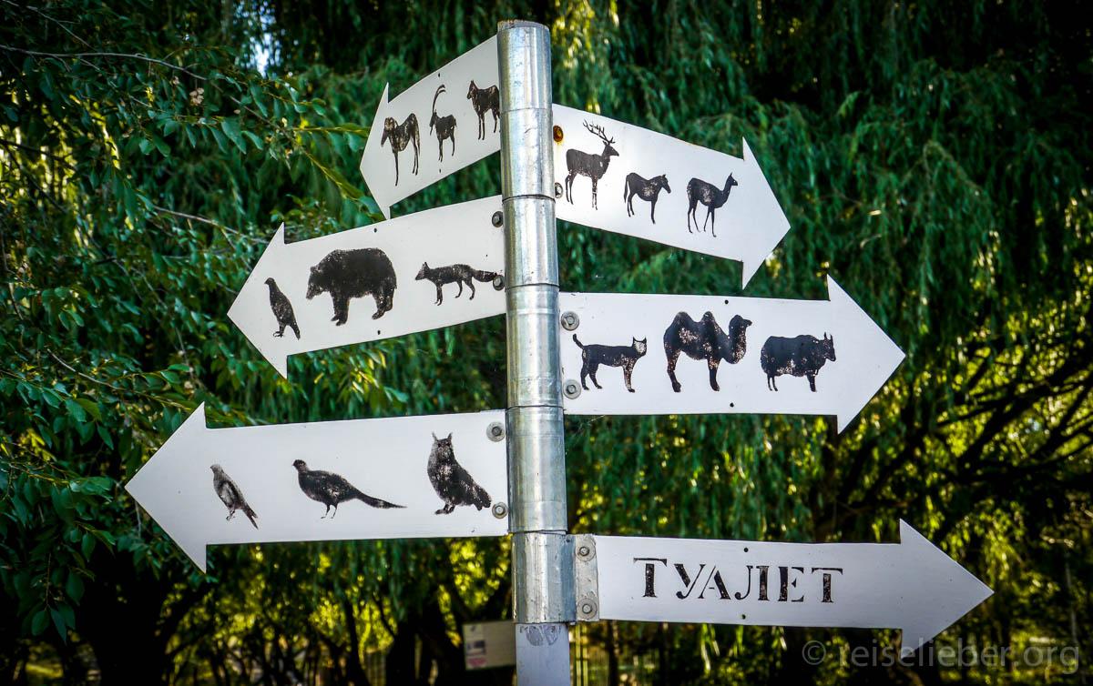 Schilder im Zoo von Karakol