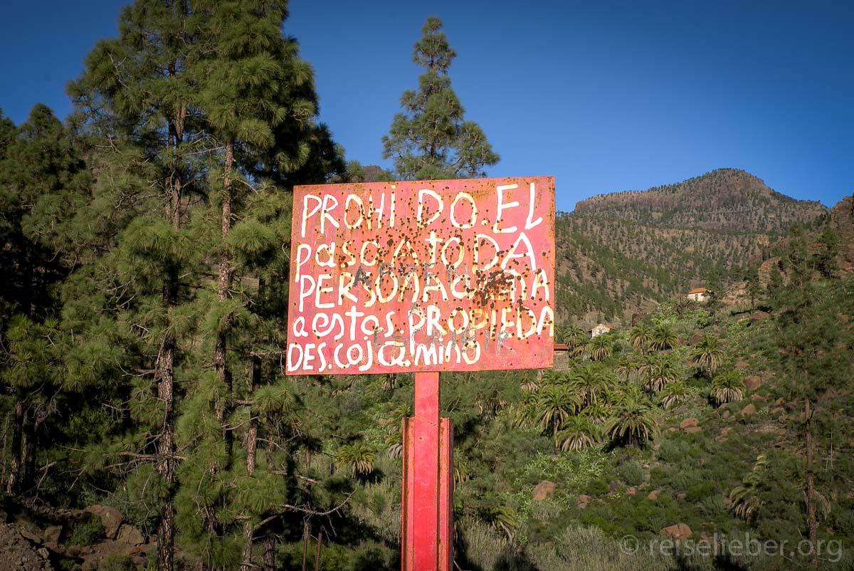 Schild und Schiessscheibe in Ayagaures