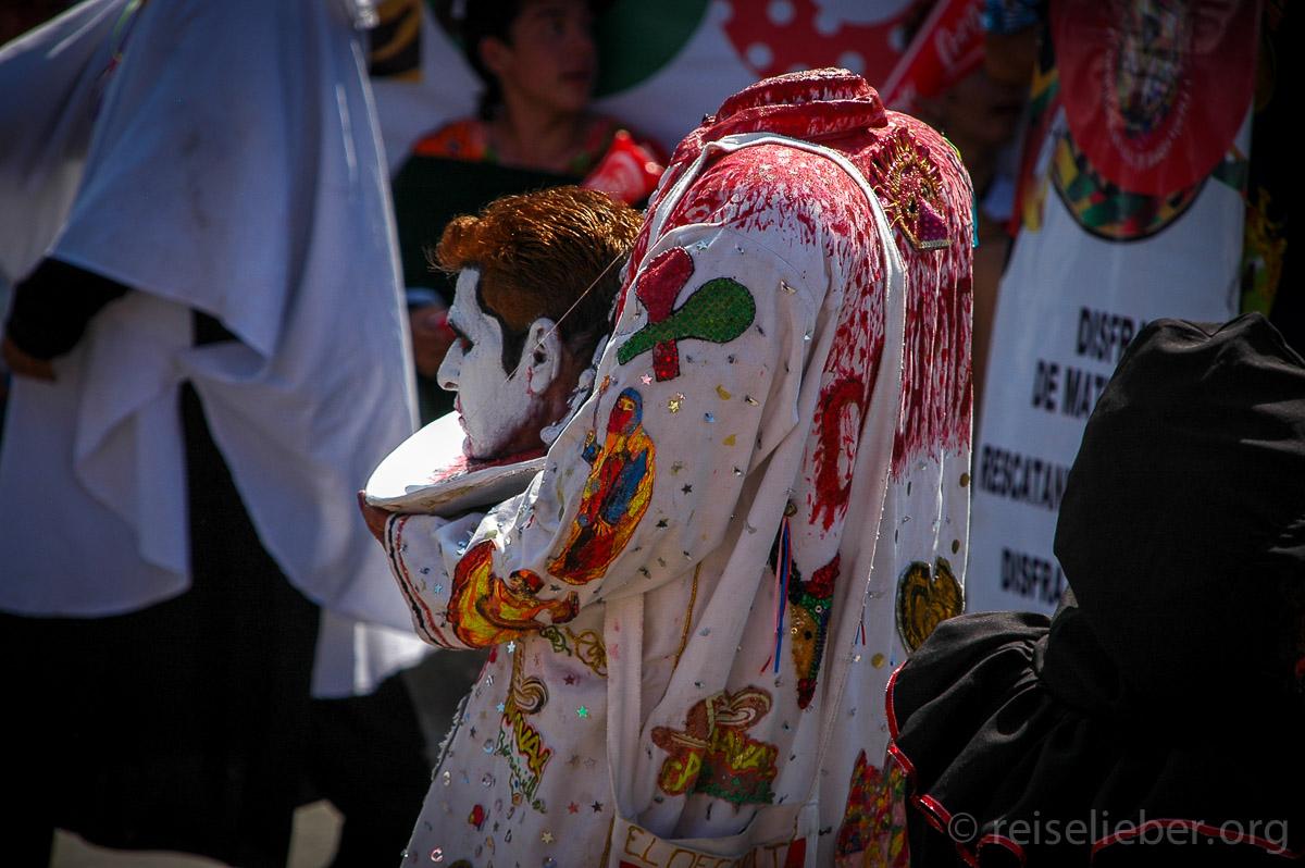 """Den Kopf zu verlieren an Karneval gehört dazu. Alles ist """"loco"""". Dabei feiern die Kolumbianer aber weniger feucht-fröhlich als die Rheinländer"""