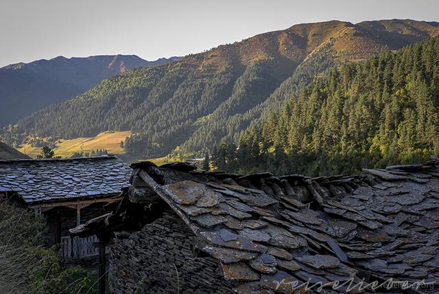 Verfallene Häuser in Tuschetien