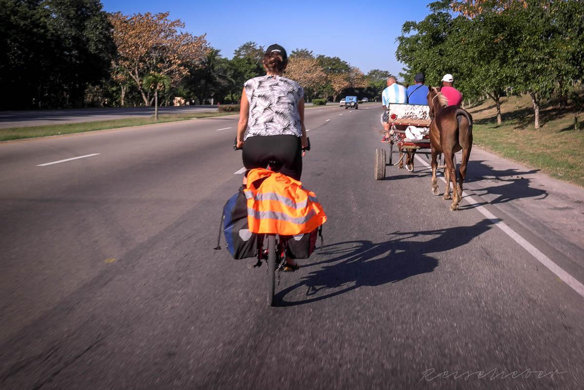 Unterwegs auf der Autobahn in Kuba