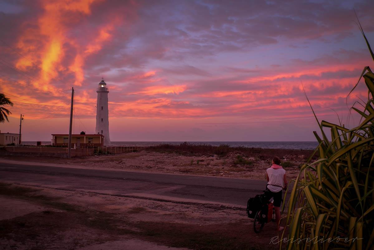 Sonnenaufgang bei Rancho de la Luna nahe Cienfuegos