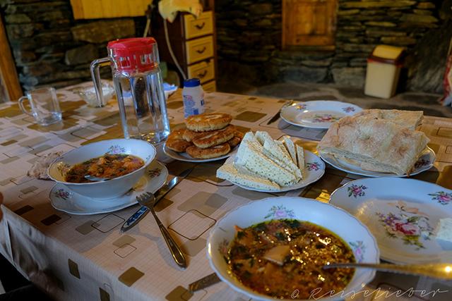 Frühstück in Gästehaus in Tuschetien