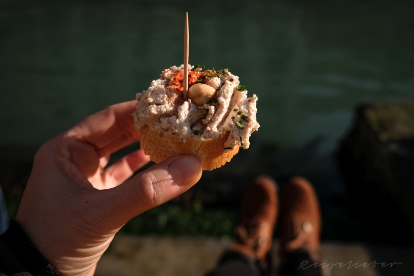 Cicchetti am Kanal in Venedig