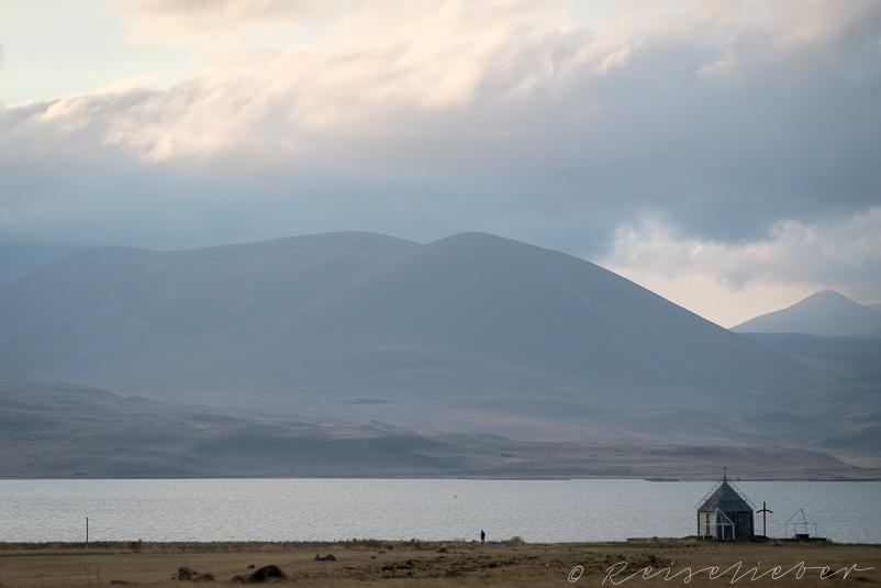 Kloster am Paravani-See auf dem Javakheti-Plateau
