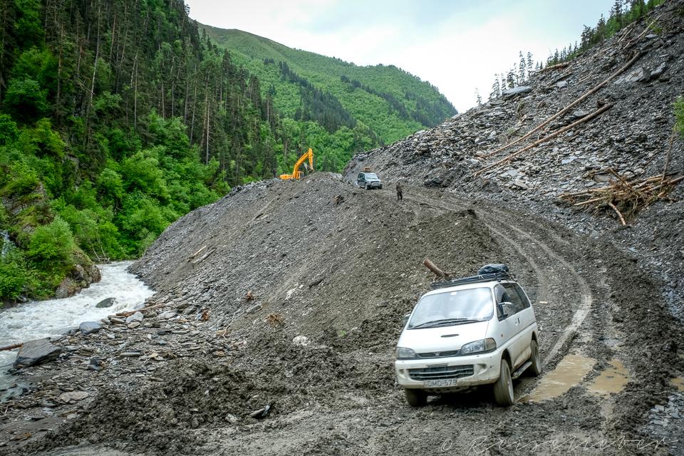 Passstraße nach einem Erdrutsch Mitte Juni