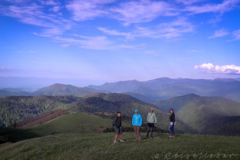 Wanderer am Lomismta-Gipfel im Borjomi-Kharagauli-Nationalpark