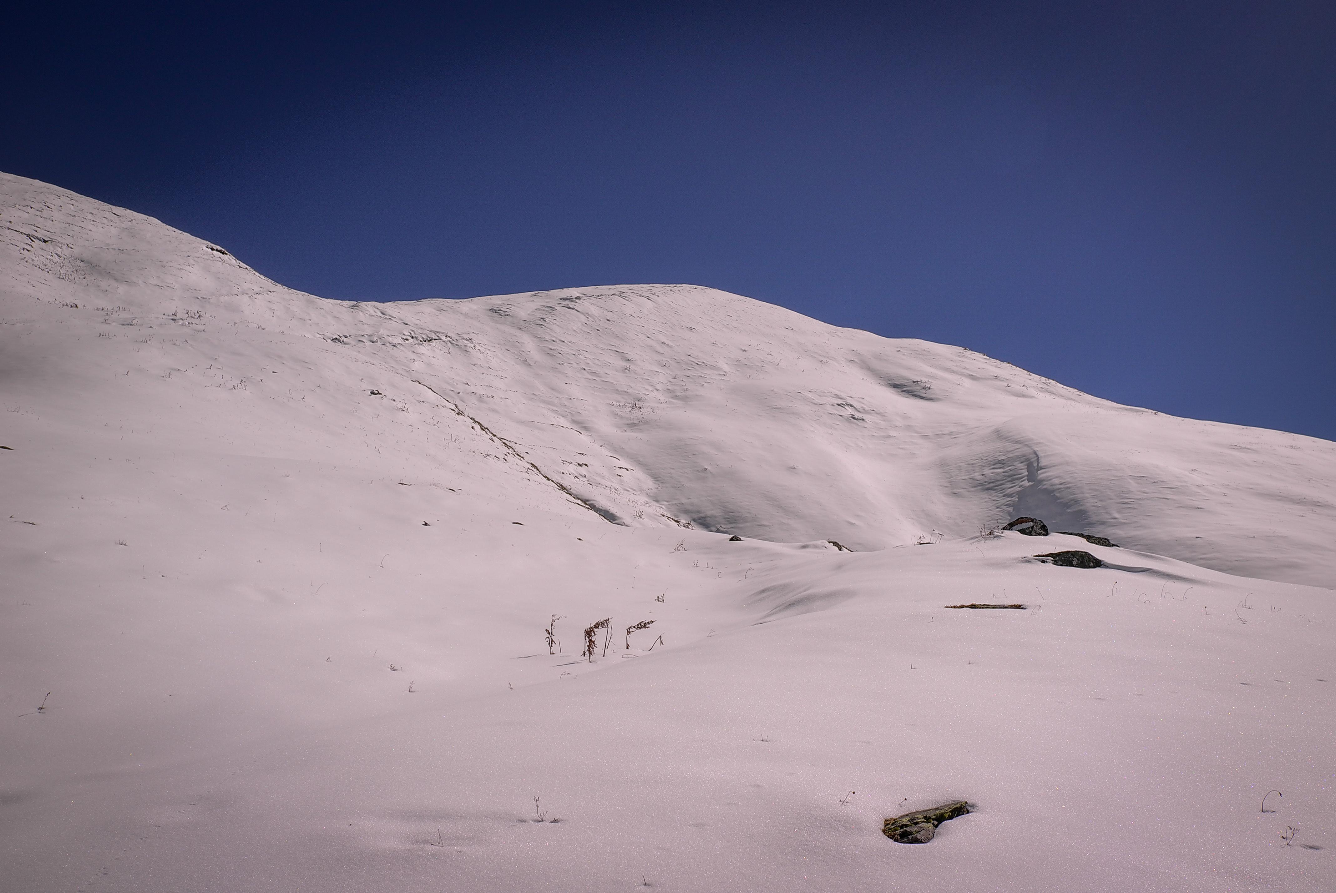 Verschneiter Weg zum Guli-Pass