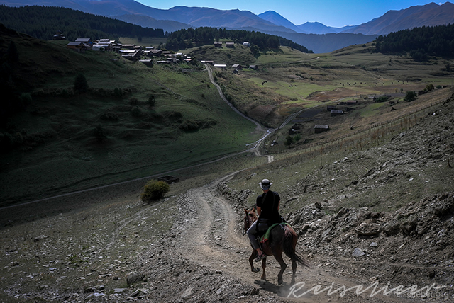Reiter kurz vor Shenako in Tuschetien