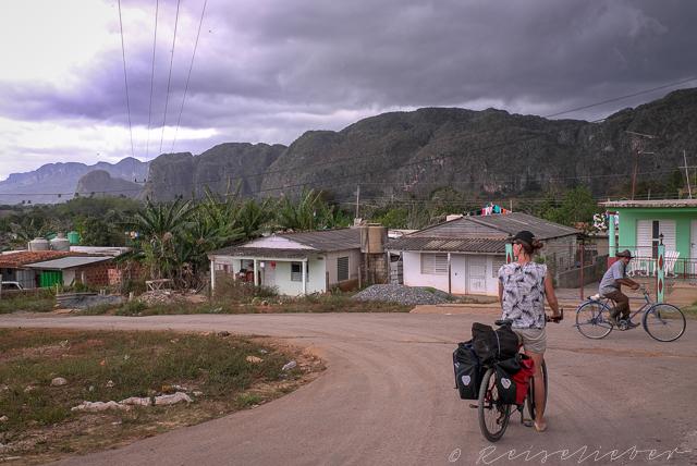 Radfahrerin in Kuba