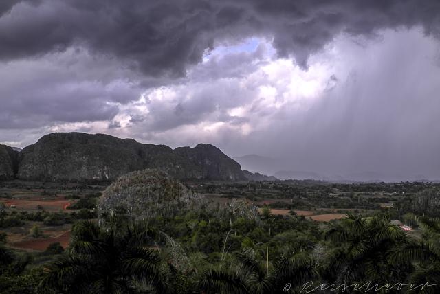 Stürmischer Himmel über dem Viñales-Tal