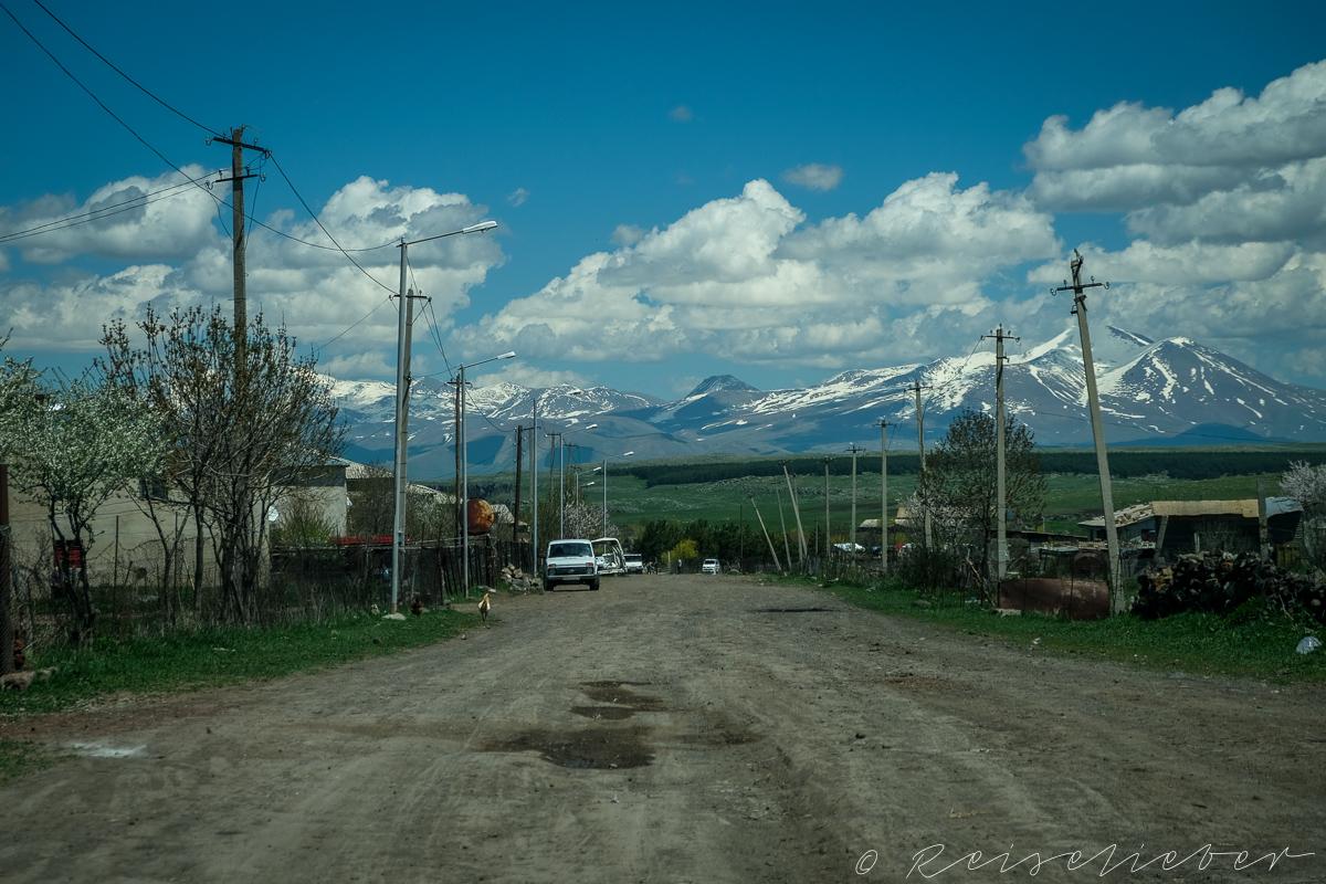 Dorf auf dem Javakheti-Plateau