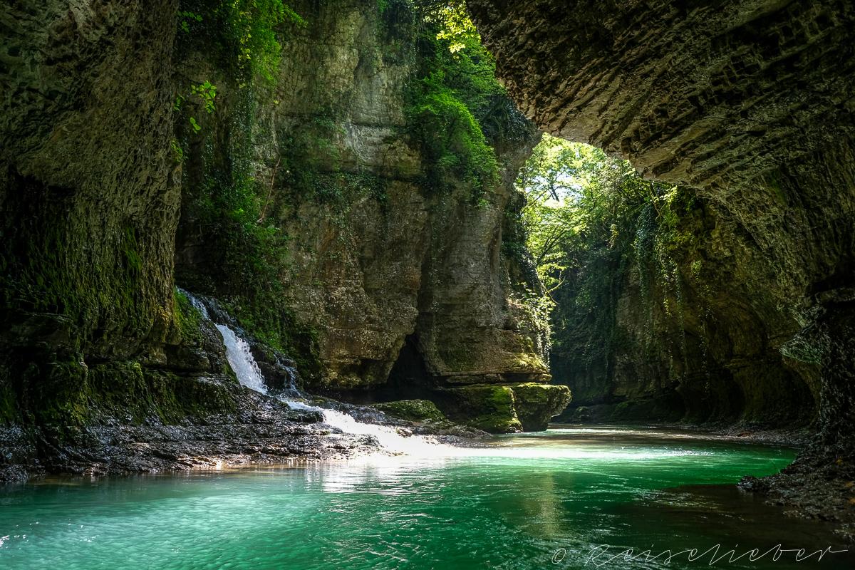 Türkis farbenes Wasser im Martvili Canyon