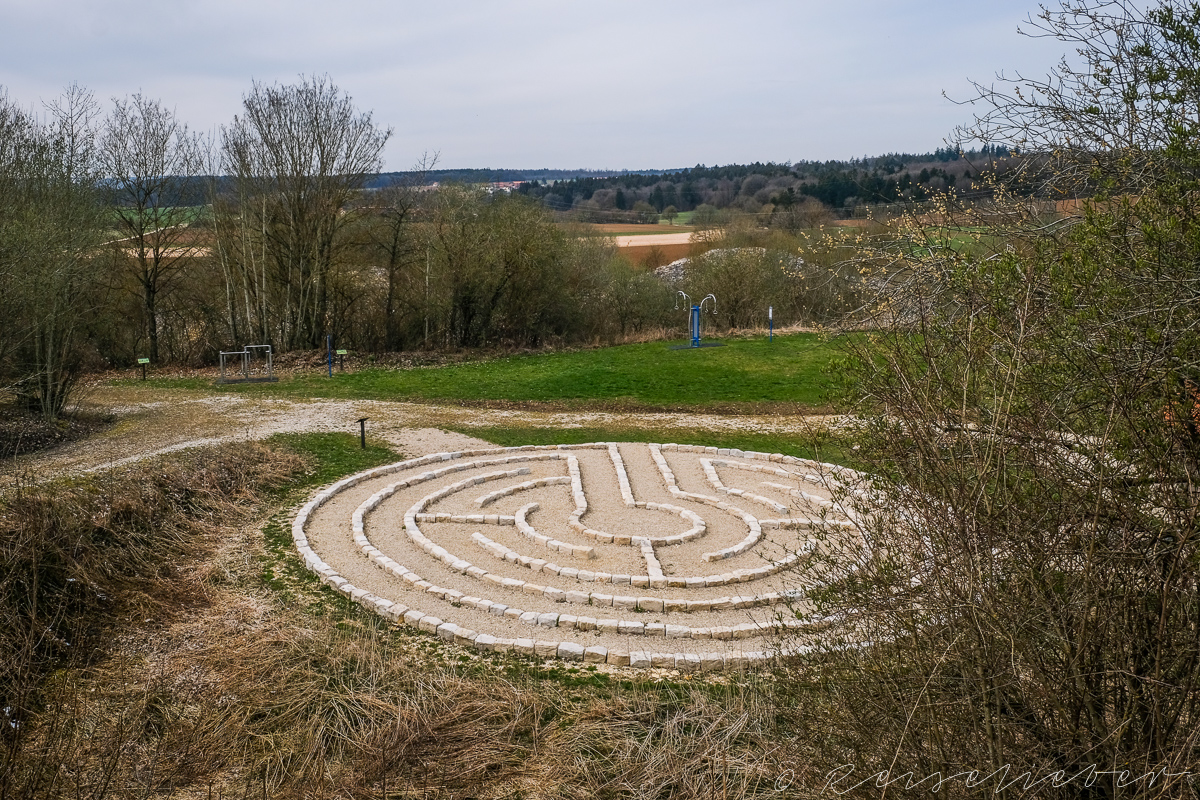 Labyrinth an der Wanderung um Schernfeld