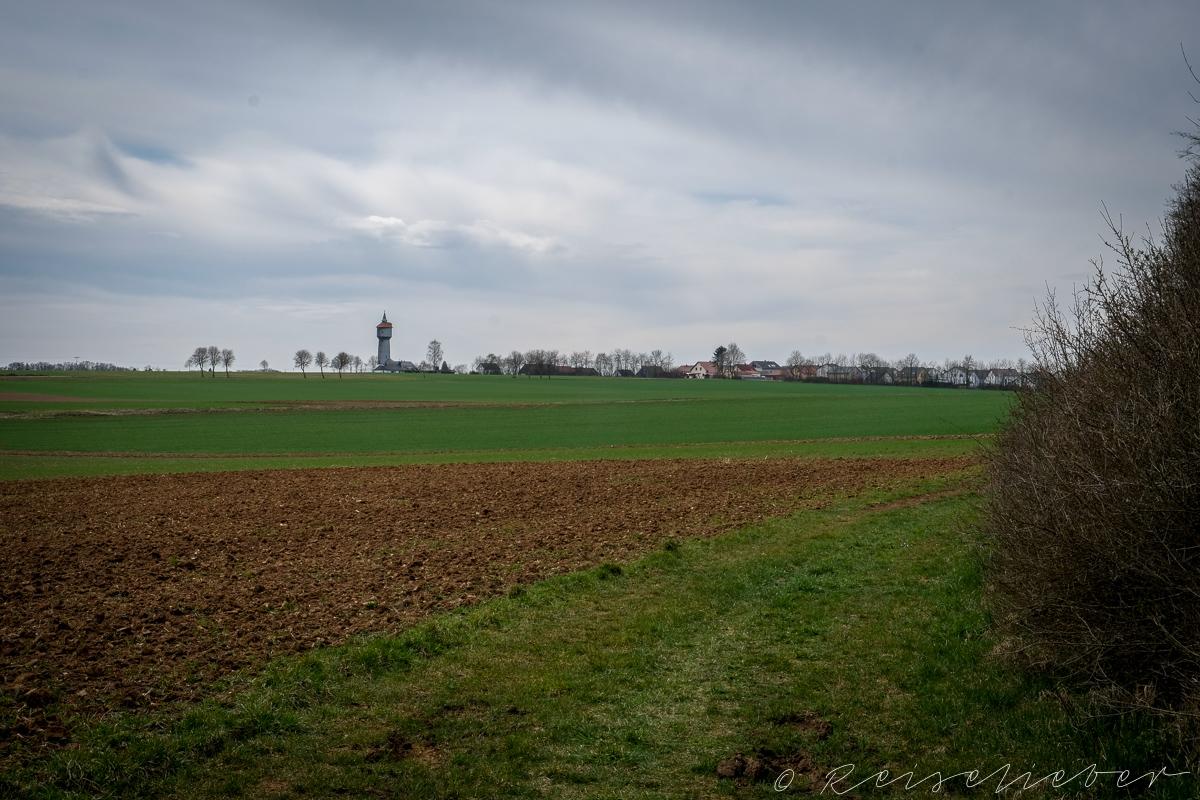 Wassertrum an der Rundwanderung um Schernfeld