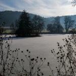 Zugefrorener See im Urdonautal